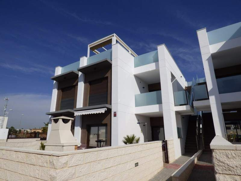 2 bedroom apartments in a complex with pool and with view over the Salt Lakes of Rojales 7
