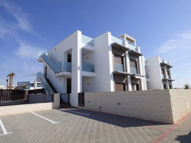 2 bedroom apartments in a complex with pool and with view over the Salt Lakes of Rojales 8