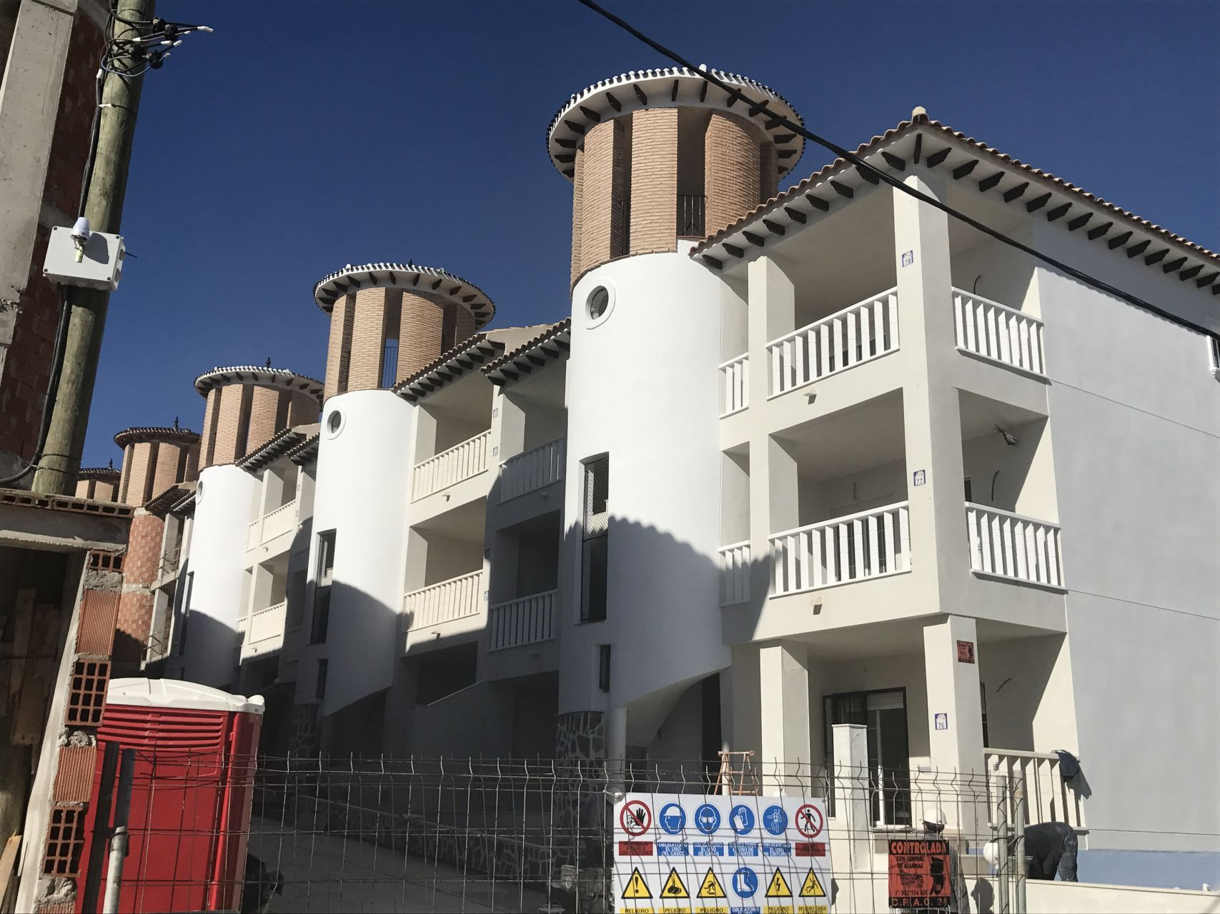 2 bedroom apartment in complex with pool, next to El Pinet beach in La Marina 10