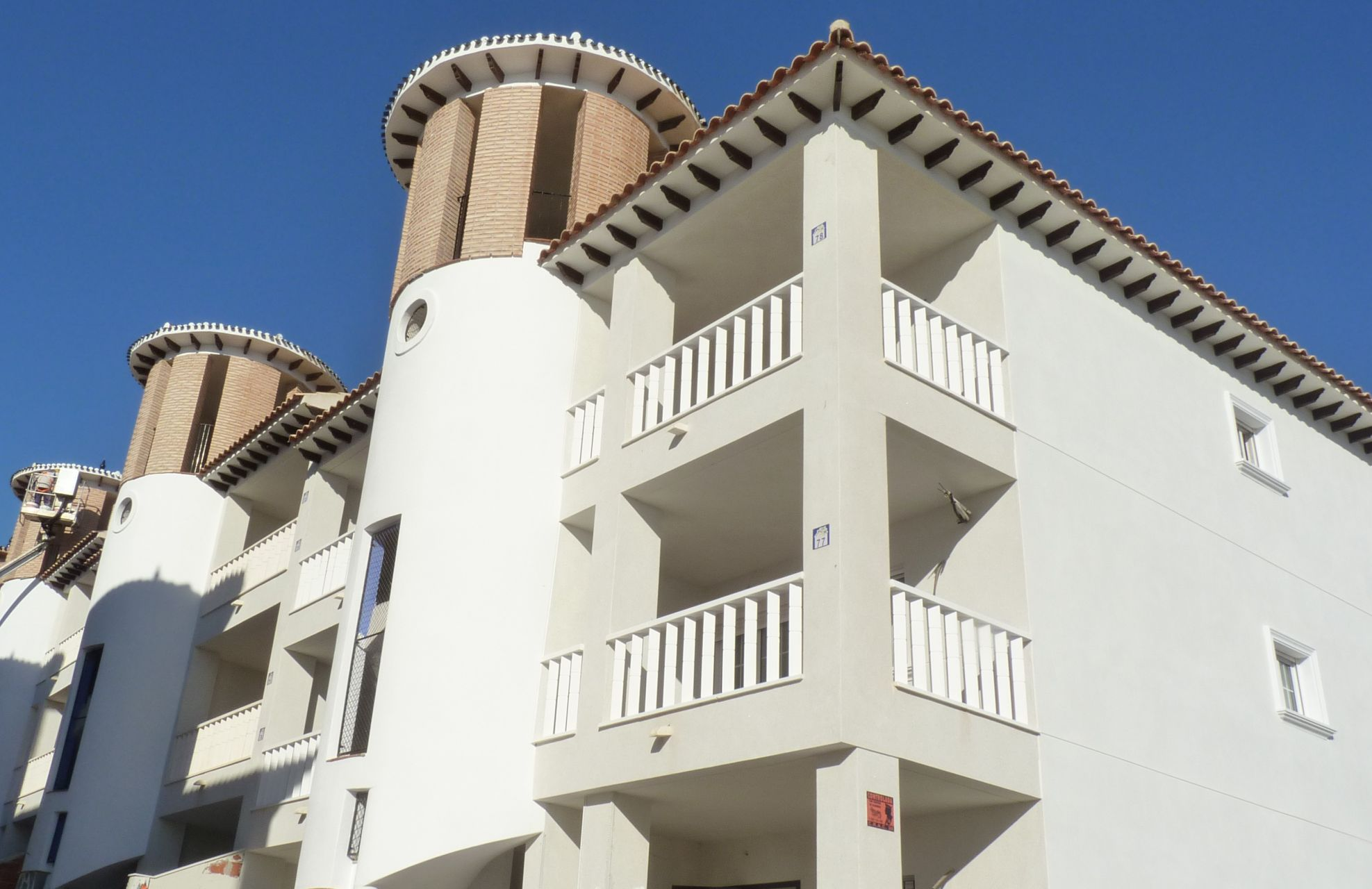 2 bedroom apartment in complex with pool, next to El Pinet beach in La Marina 11