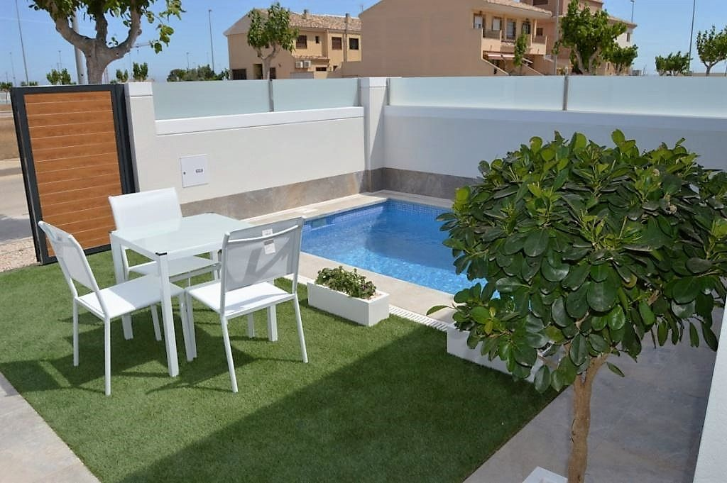 3 bedroom villa with pool, jacuzzi, garden and terrace in Pilar de la Horadada 1