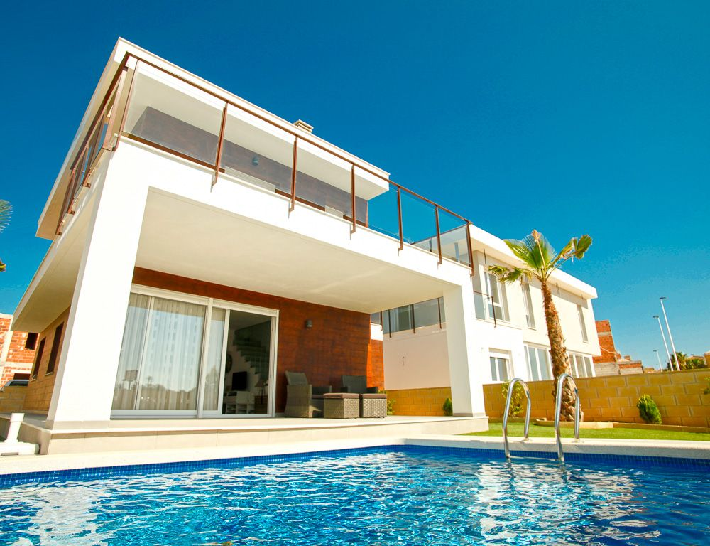 3 or 4 bedroom villas with option to underground in Gran Alacant. 1