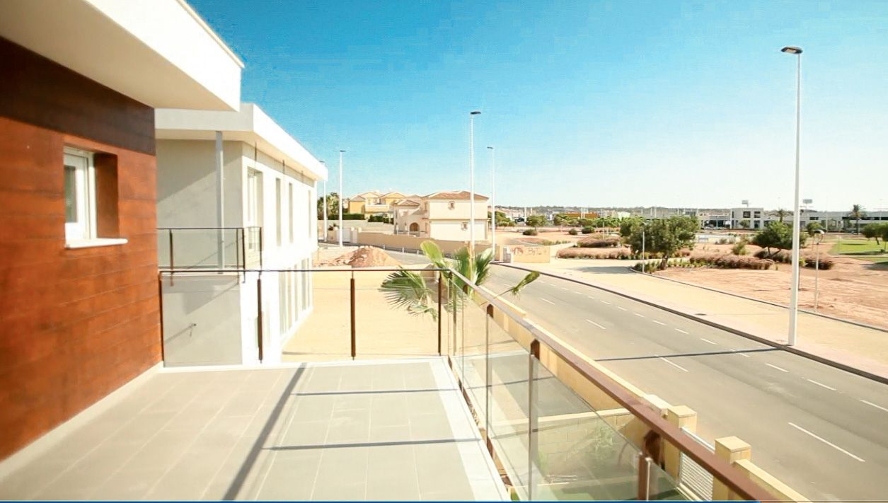 3 or 4 bedroom villas with option to underground in Gran Alacant. 2