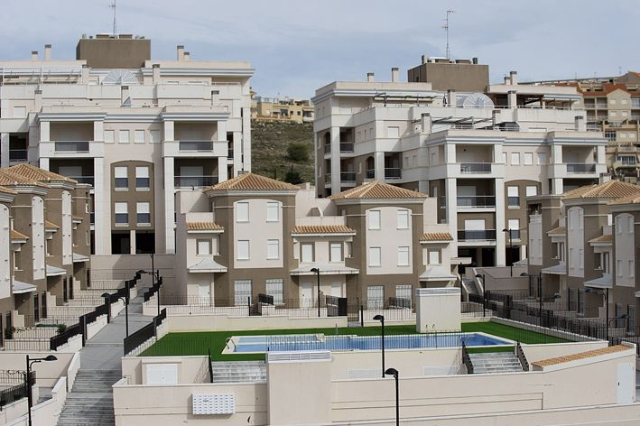 Apartments and penthouses of 2 and 3 bedrooms in urbanization with swimming pool, Santa Pola 2