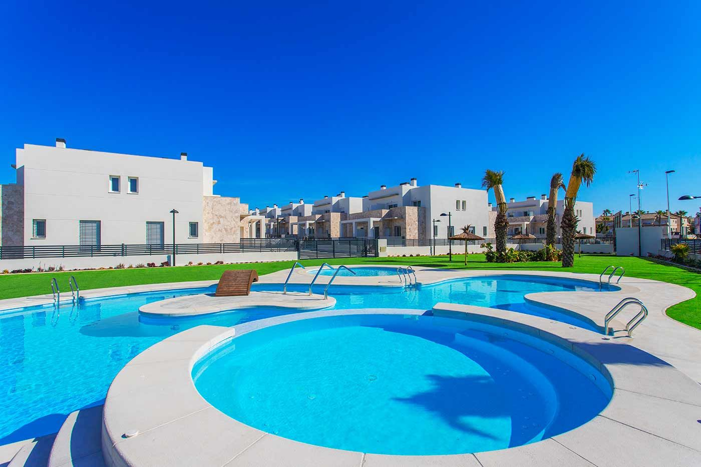 Townhouses and apartments in Torrevieja 1