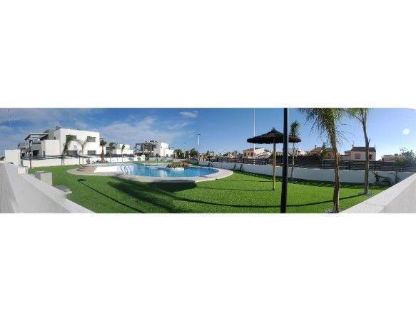 Townhouses with 3 bedrooms and 3 bathrooms, solarium, garden, in urbanization with pool and jacuzzi, Aguas Nuevas. 2