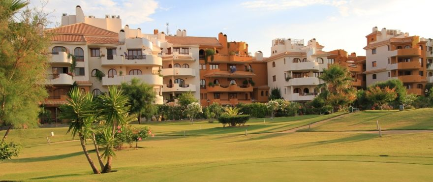 3 bedroom apartment with terrace and communal pool, Punta Prima. 3