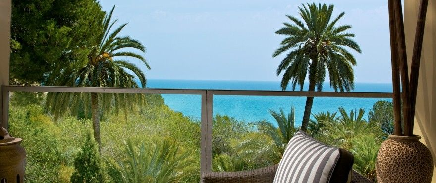 Apartments and townhouses with direct access to the beach in Villajoyosa. 1