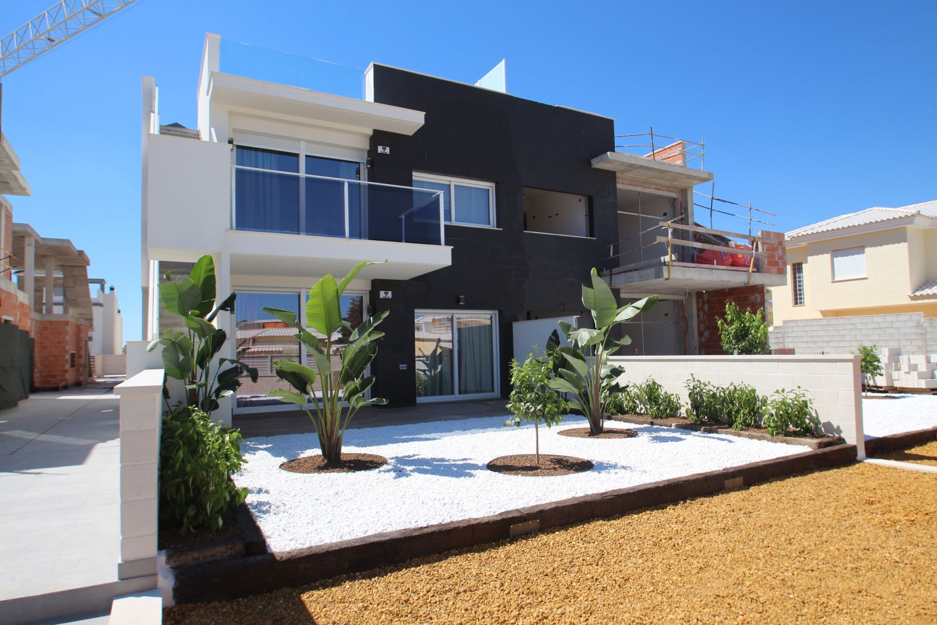 3 bedroom modern bungalows with garden or solarium in Torrevieja 1