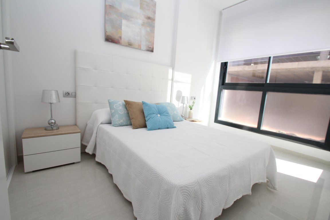 3 bedroom apartment in a gated complex with pool in Torrevieja 10