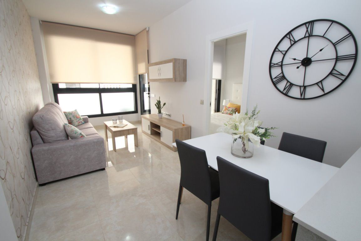 3 bedroom apartment in a gated complex with pool in Torrevieja 15