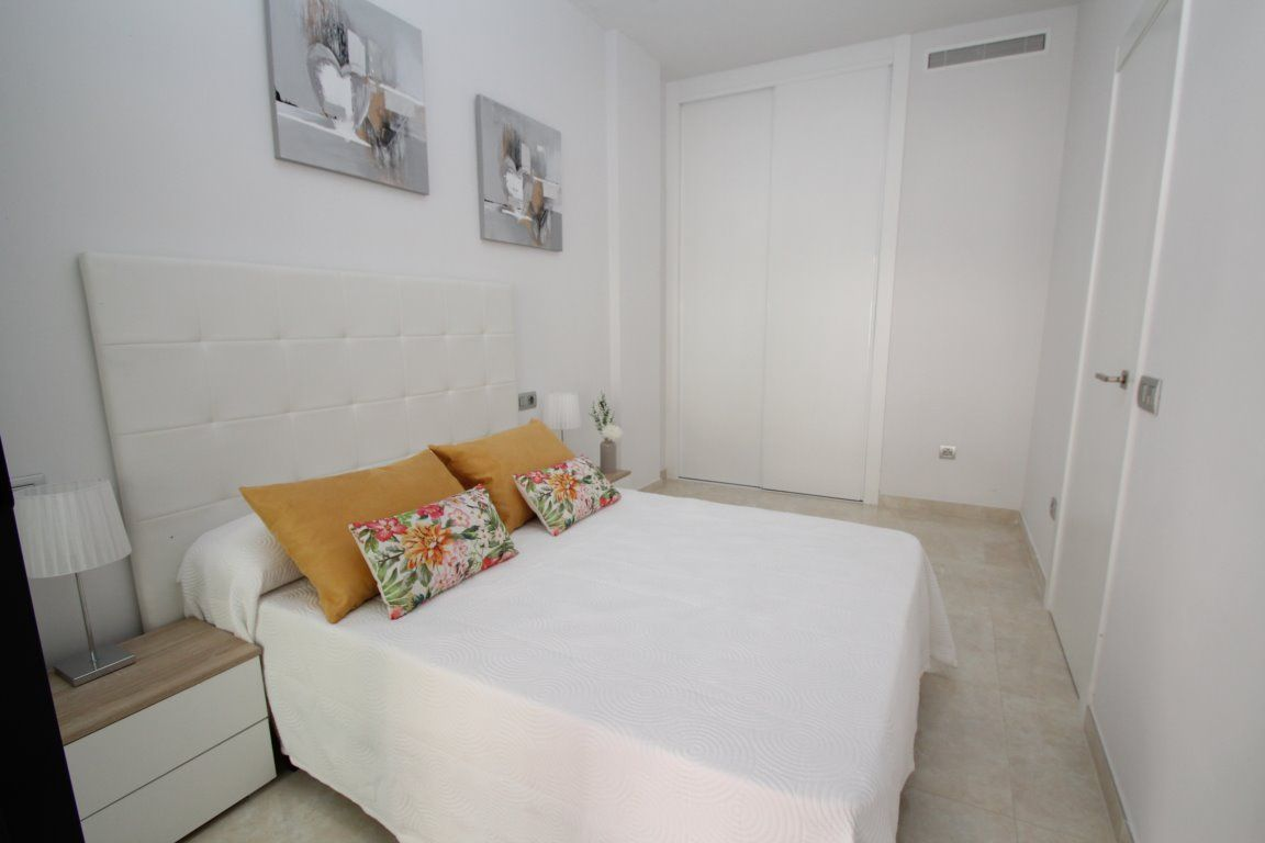 3 bedroom apartment in a gated complex with pool in Torrevieja 20