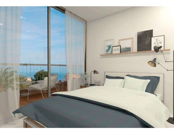 Denia Beach - 1, 2 and 3 bedroom apartments with terrace overlooking the sea or with views over the Montgó mountain, at the beach of La Almadraba beach 5