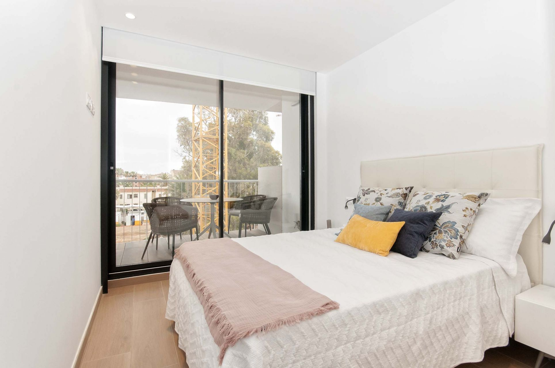 Denia Beach - 1, 2 and 3 bedroom apartments with terrace overlooking the sea or with views over the Montgó mountain, at the beach of La Almadraba beach 14