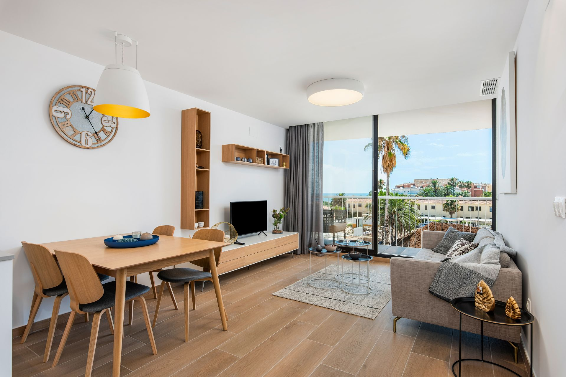 Denia Beach - 1, 2 and 3 bedroom apartments with terrace overlooking the sea or with views over the Montgó mountain, at the beach of La Almadraba beach 33
