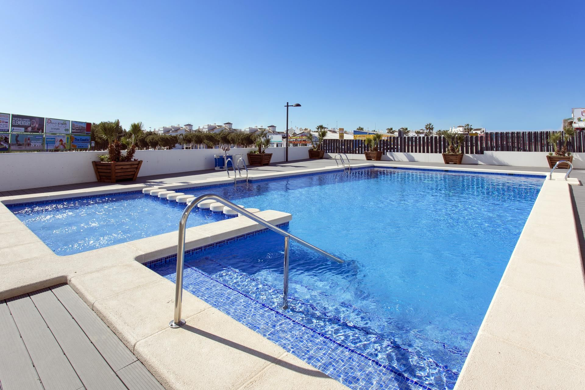 Penthouses with 2 bedrooms and 2 bathrooms in complex with pool, spa, gym, La Zenia. 2