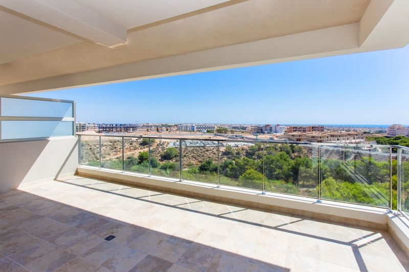 Penthouses with 2 bedrooms and 2 bathrooms in complex with pool, spa, gym, La Zenia. 5