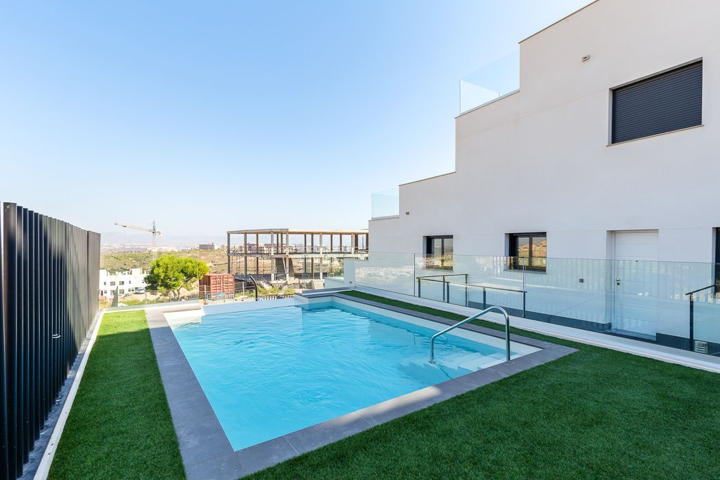 Apartments with 1 or 2 bedrooms in urbanization with pool, Gran Alacant 1