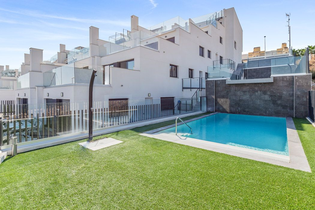 Apartments with 1 or 2 bedrooms in urbanization with pool, Gran Alacant 2