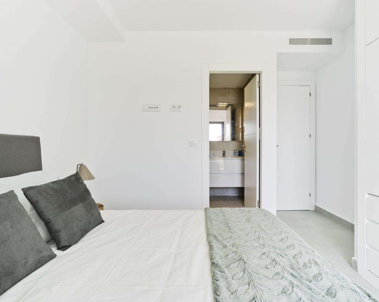 Modern 2 and 3 bedroom apartments in the city center of Pilar de la Horadada 16