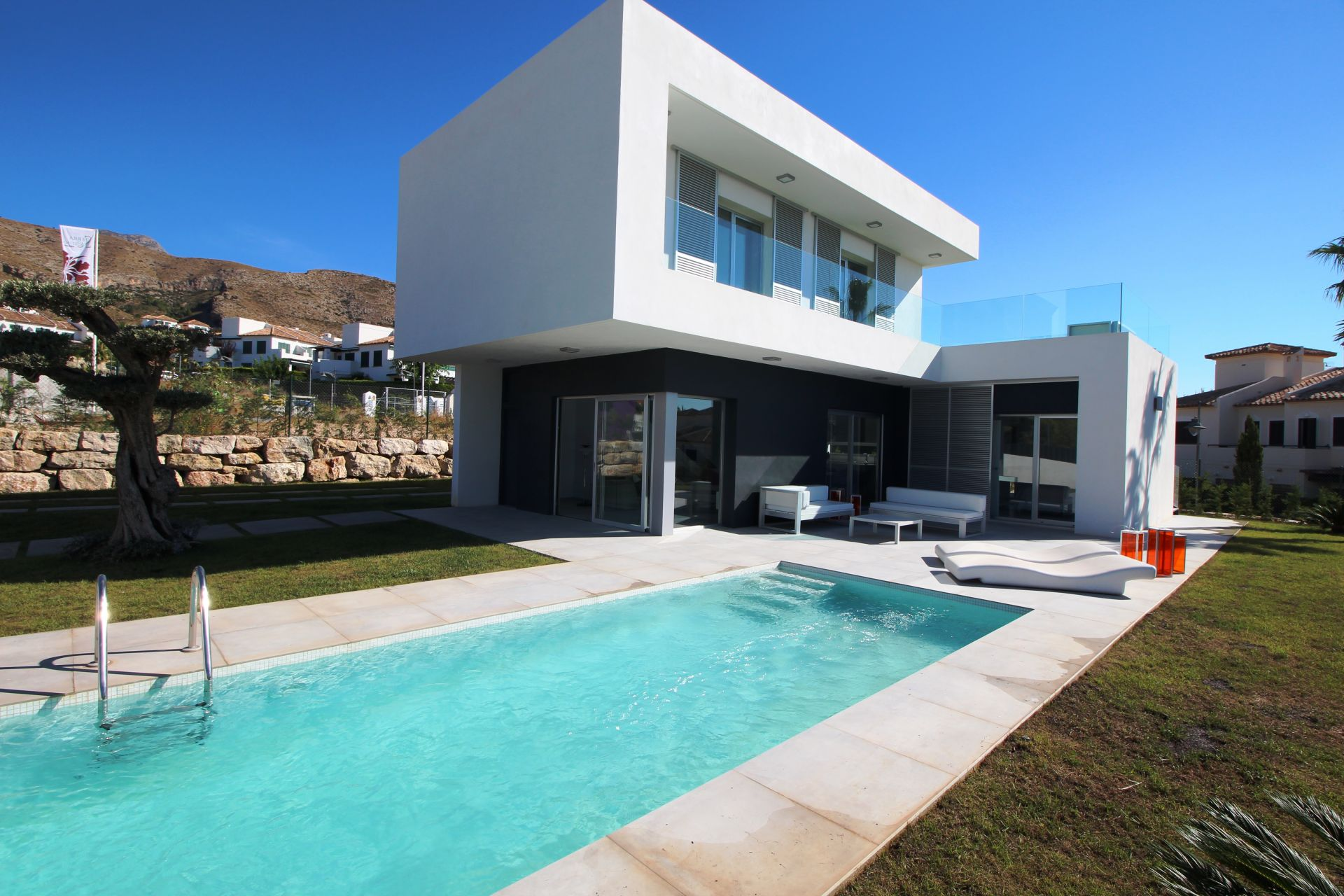 Exclusive villas with 3 bedrooms in Finestrat 1