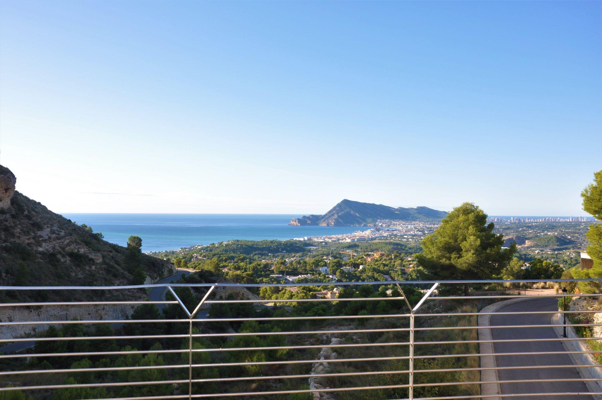Villas with incredible views to the Mediterranean Sea in Altea 11