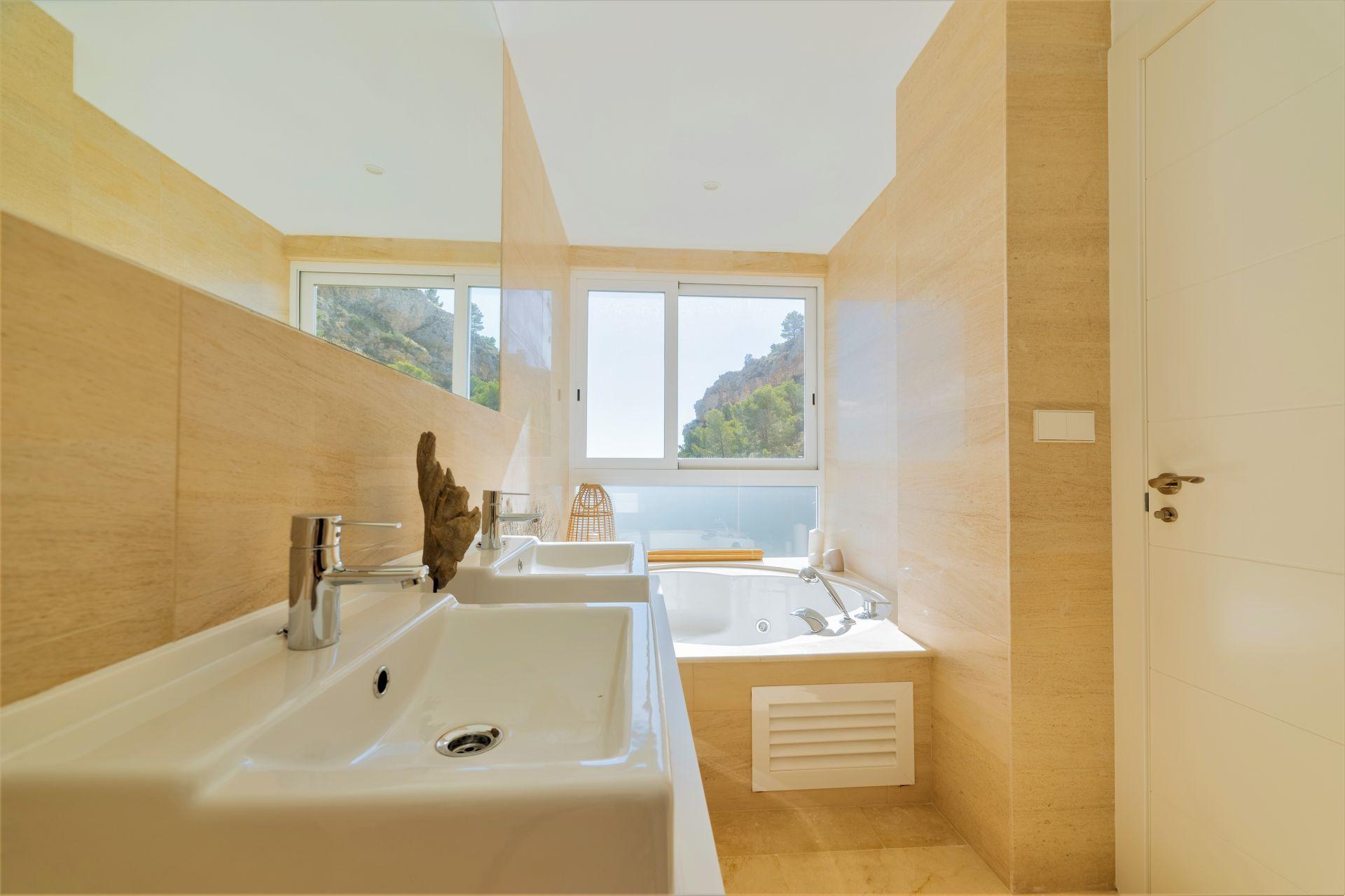 Villas with incredible views to the Mediterranean Sea in Altea 28