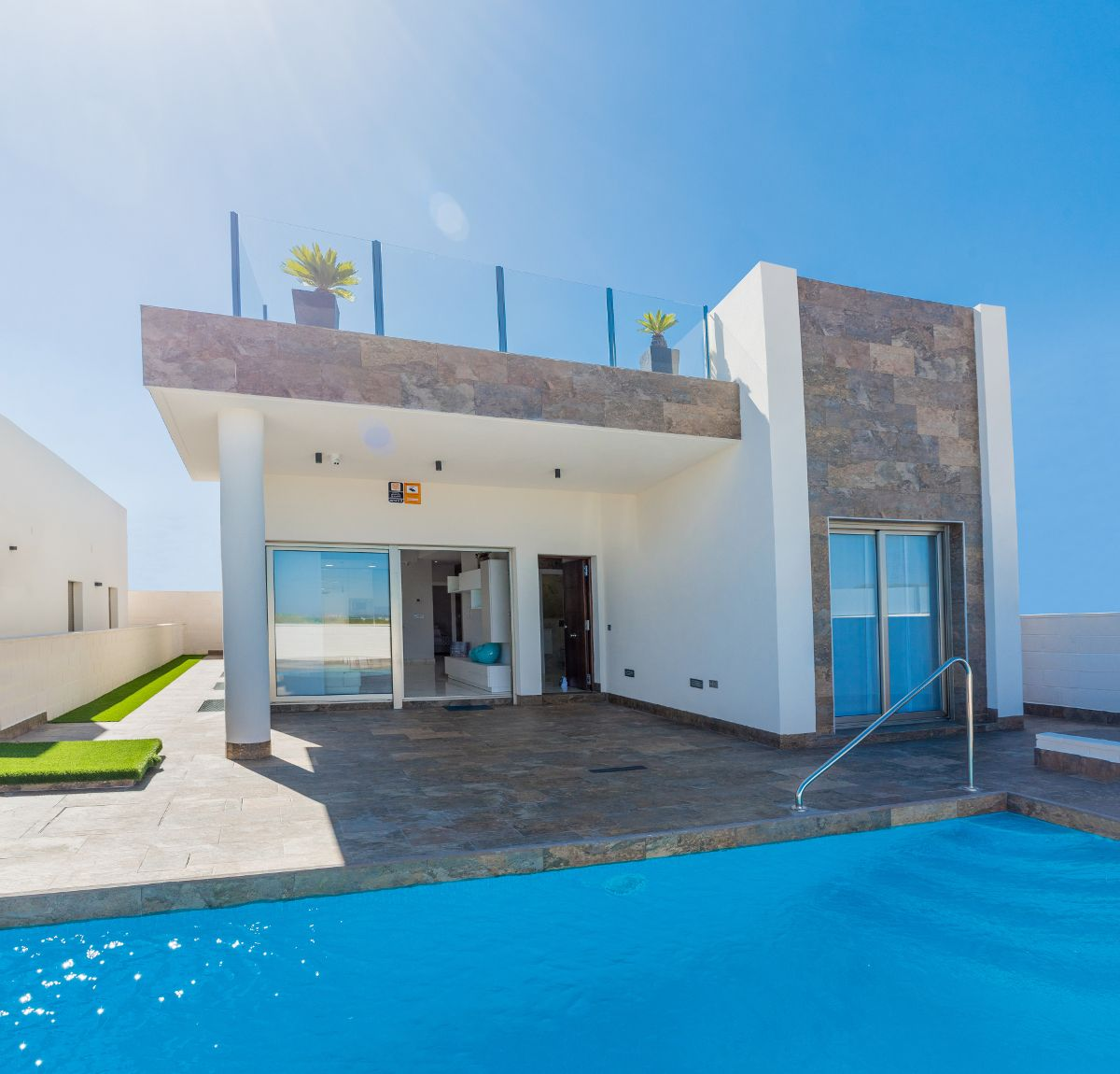 Luxury villas in Villamartin 2