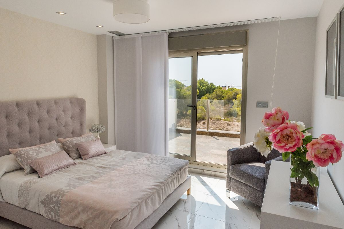 Luxury villas in Villamartin 5