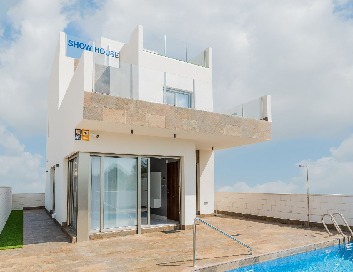 Luxury villas in Villamartin 6