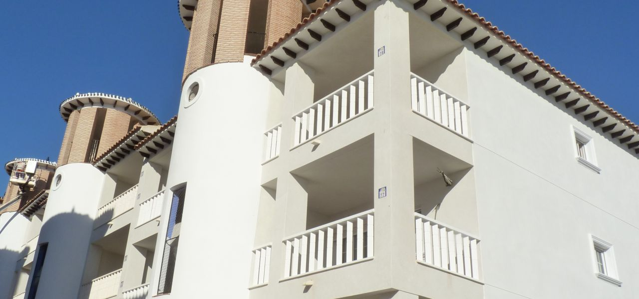 2 bedroom apartment in complex with pool, next to El Pinet beach in La Marina 4