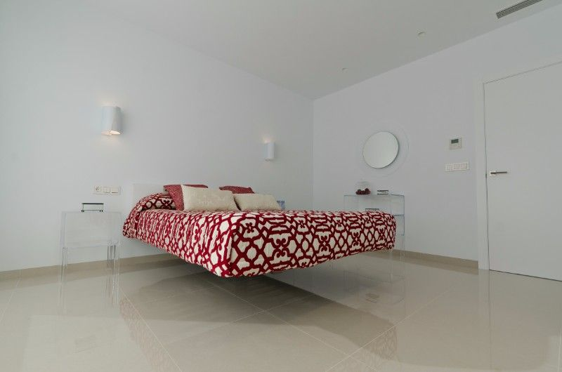 3 bedroom villa with garden and pool in La Marina. 7