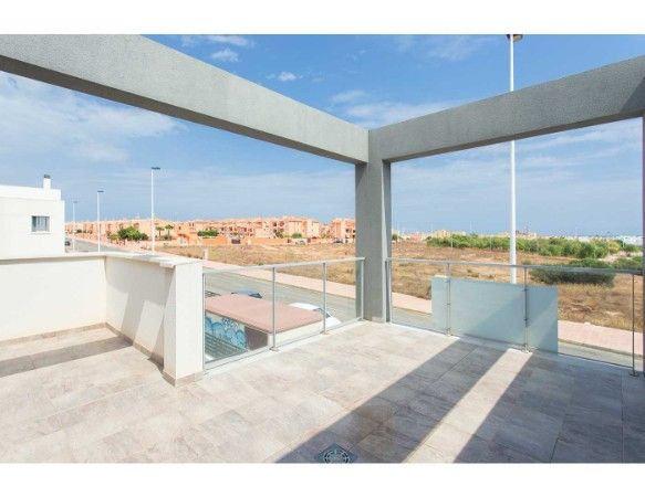 Townhouses with 3 bedrooms and 3 bathrooms, solarium, garden, in urbanization with pool and jacuzzi, Aguas Nuevas. 18