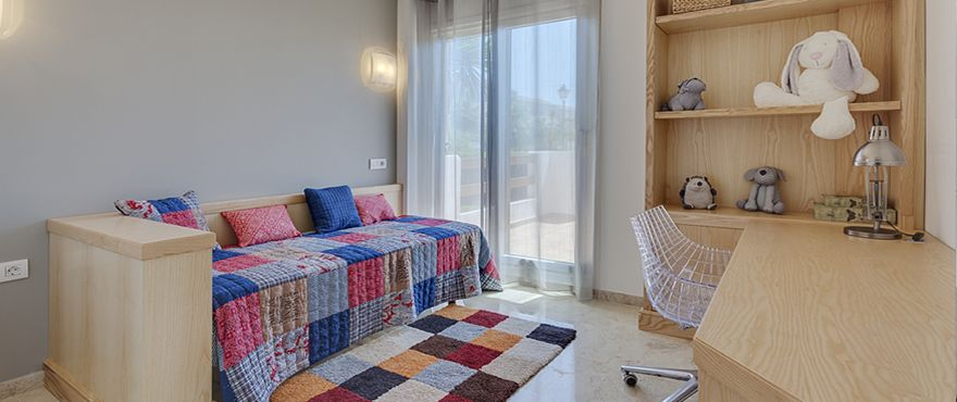 3 bedroom apartment with terrace and communal pool, Punta Prima. 10