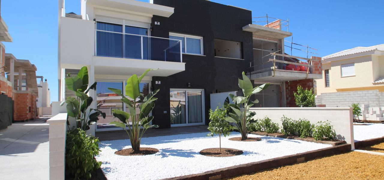 3 bedroom modern bungalows with garden or solarium in Torrevieja 11