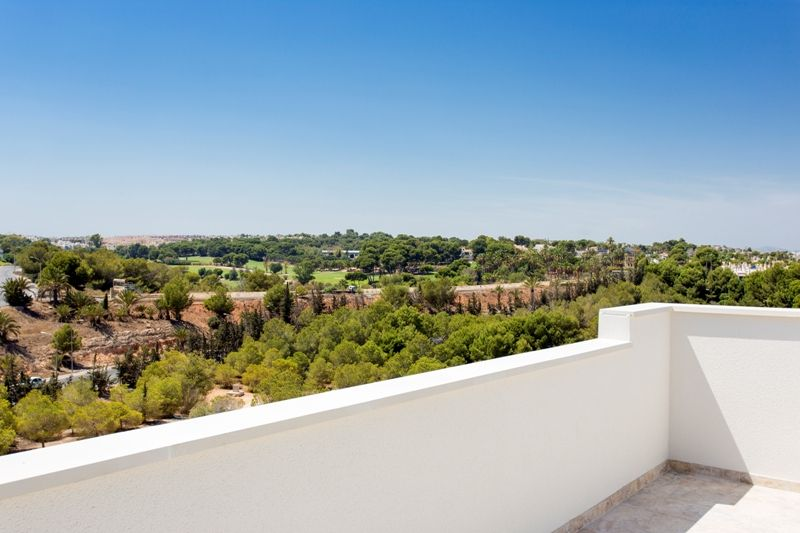 Penthouses with 2 bedrooms and 2 bathrooms in complex with pool, spa, gym, La Zenia. 11