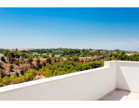 Penthouses with 2 bedrooms and 2 bathrooms in complex with pool, spa, gym, La Zenia. 17